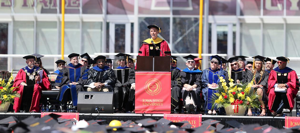Spring 17 Commencement Speaker Dennis Muilenburg